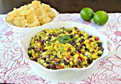 Рецепт Салат с кукурузой и авокадо