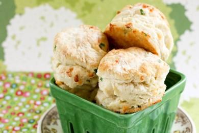 Рецепт Бисквиты с чеддером и зеленым луком