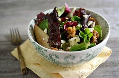 Рецепт Салат с грецкими орехами, грушей и сыром горгондзола