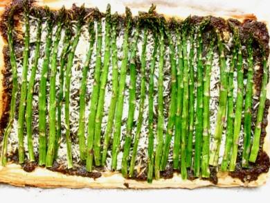 Рецепт Слоеный пирог с соусом песто и зеленой спаржей