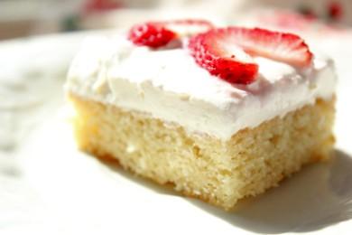 Рецепт Белый торт с кремом и клубникой
