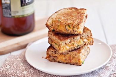 Рецепт Жареный сыр с грибами шиитаки и острым соусом