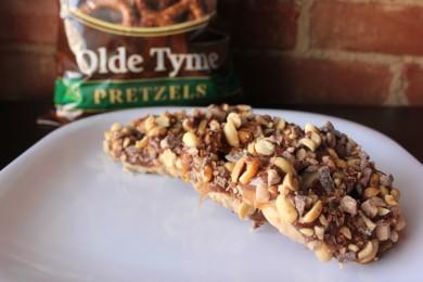 Рецепт Крендельки с арахисом, шоколадом, карамелью и нугой