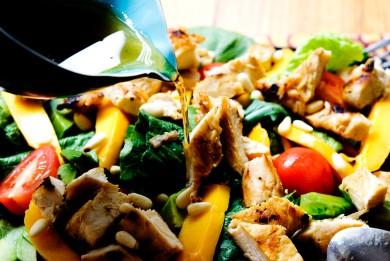 Рецепт Летний салат с манго и курицей-гриль