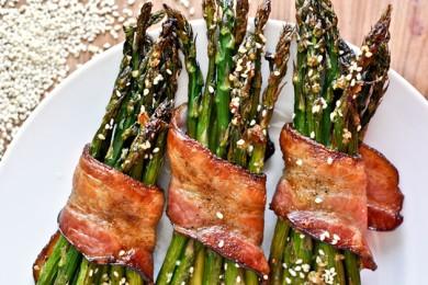 Рецепт Спаржа с беконом и кунжутом