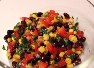 Рецепт Яркий салат с бобами и оригинальной заправкой