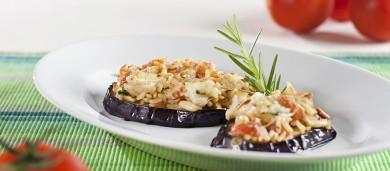 Рецепт Баклажаны с рисом, помидорами и кедровыми орешками