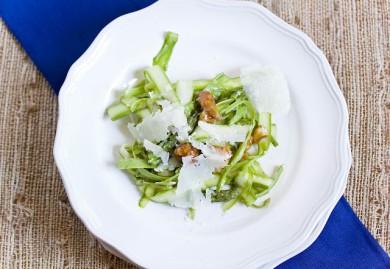 Рецепт Салат из спаржи с грецкими орехами