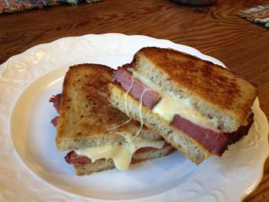 Рецепт Сэндвич с копченой солониной и сыром