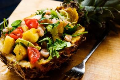 Рецепт Салат из ананаса и креветок