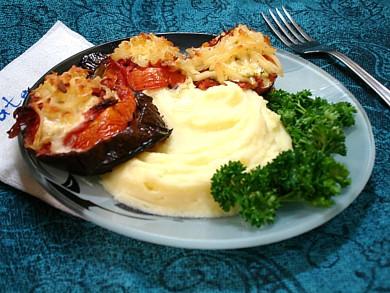 Рецепт Баклажаны, запеченные с колбасой и сыром