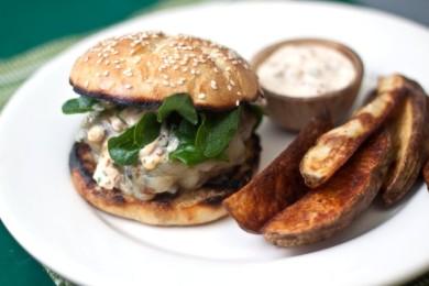 Рецепт Бургеры с говядиной и соусом чипотле