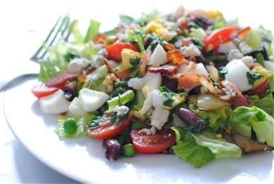 Рецепт Салат с беконом, фасолью и овощами