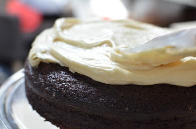 Рецепт Шоколадный пирог с портером и сливочной глазурью
