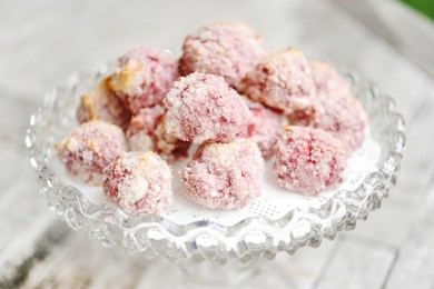 Рецепт Кокосово-клубничные макаруны