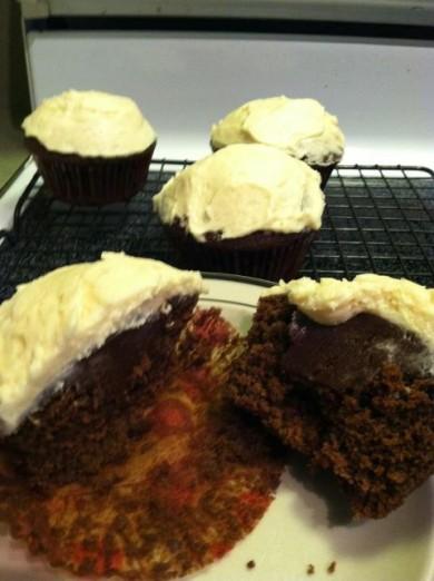 Рецепт Ирландские кексы с начинкой и сливочной глазурью