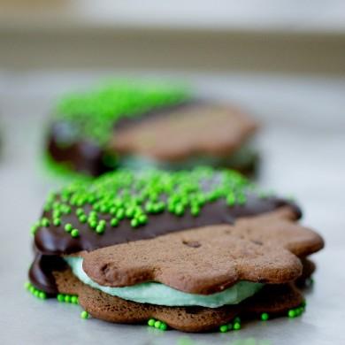 Рецепт Печенье-сэндвичи в шоколаде с мятной начинкой