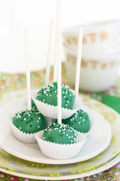 Рецепт Глазированные конфеты из бисквитов на палочке