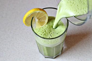 Рецепт Смузи со шпинатом, имбирем и ананасовым соком