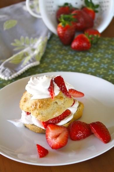Рецепт Печенье с клубникой и сливками