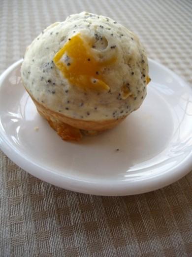 Рецепт Маффины с персиками и маком