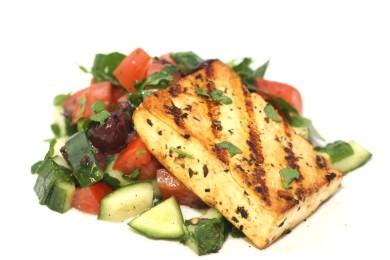 Рецепт Обжаренный тофу со средиземноморским салатом