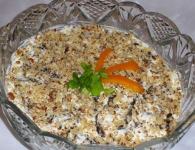 Рецепт Куриный салат с черносливом