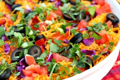 Рецепт Салат с фасолью, нутом и овощами