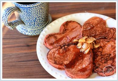 Рецепт Малиновые блины с ликером и миндальным сиропом