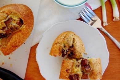 Рецепт Хлебные лодочки с колбасой и грибами