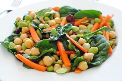 Рецепт Салат с соевыми бобами и шпинатом