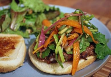 Рецепт Бургеры с черной фасолью, мускатной тыквой и овощным салатом с заправкой
