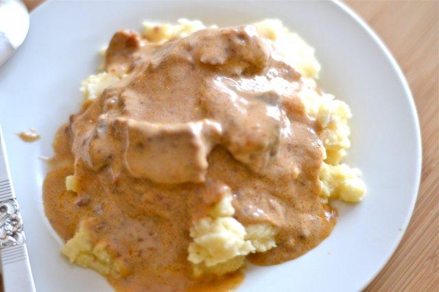 Бефстроганов из куриной грудки со сметаной рецепт с пошагово