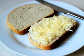 Поджаренный хрустящий сандвич с перцем чили и сыром - приготовление