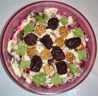 Рецепт Салат мясной с овощами и черносливом