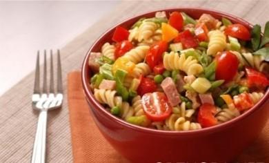 Рецепт Салат с макаронами, ветчиной и овощами