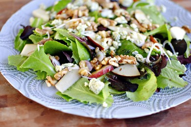 Рецепт Салат с грецкими орехами, заправленный грушевым соусом