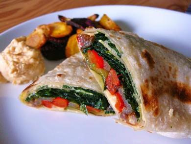 Рецепт Овощной рулет со шпинатом и хумусом
