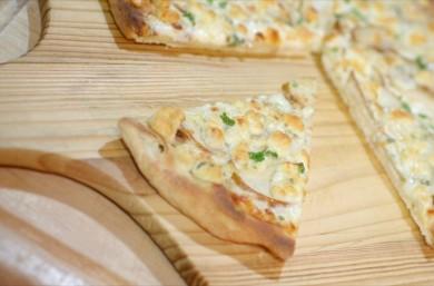 Рецепт Пицца с грушей и сыром горгондзола