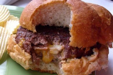 Рецепт Чизбургер с говядиной и беконом