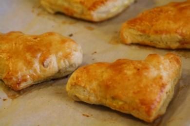 Рецепт Пирожки с яйцами и ветчиной