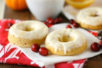 Рецепт Апельсиновые пончики с клюквой