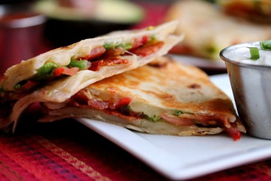 Рецепт Кесадилья с беконом и авокадо