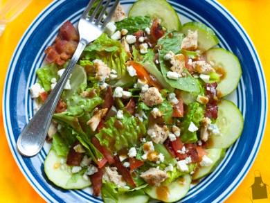 Рецепт Куриный салат с беконом и овощами