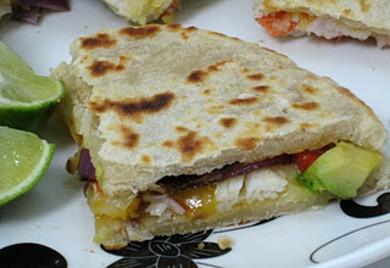 Рецепт Кесадилья с авокадо и крабовым мясом