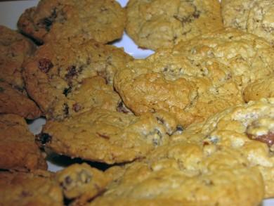 Рецепт Овсяное печенье с изюмом и шоколадом