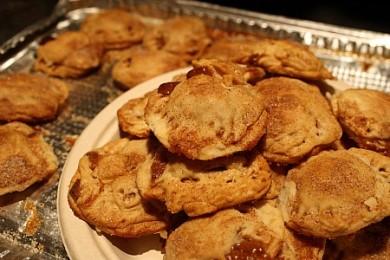 Рецепт Яблочные пирожки с карамелью