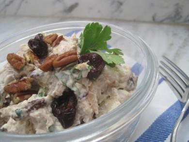 Рецепт Куриный салат с вишней и пеканом