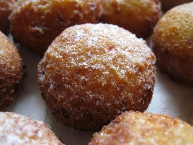 Рецепт Пончики с орехами и изюмом