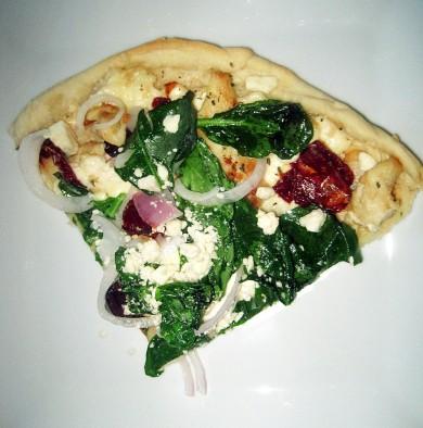 Рецепт Пицца с курицей, шпинатом и сыром фета